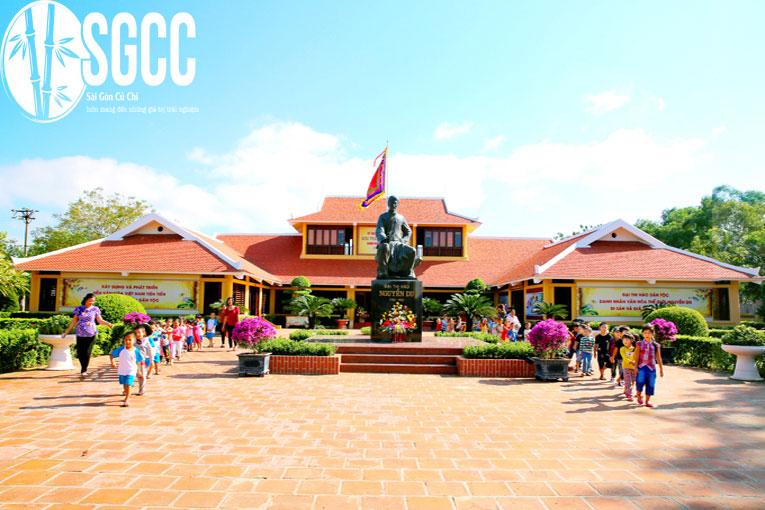 Khu lưu niệm đại thi hào Nguyễn Du và dòng họ Nguyễn ở Tiên Điền