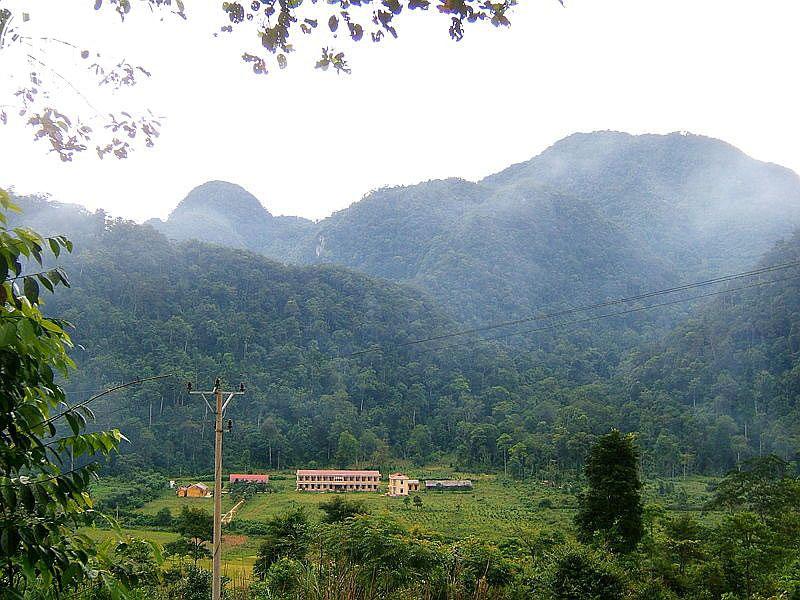 Núi Thắm