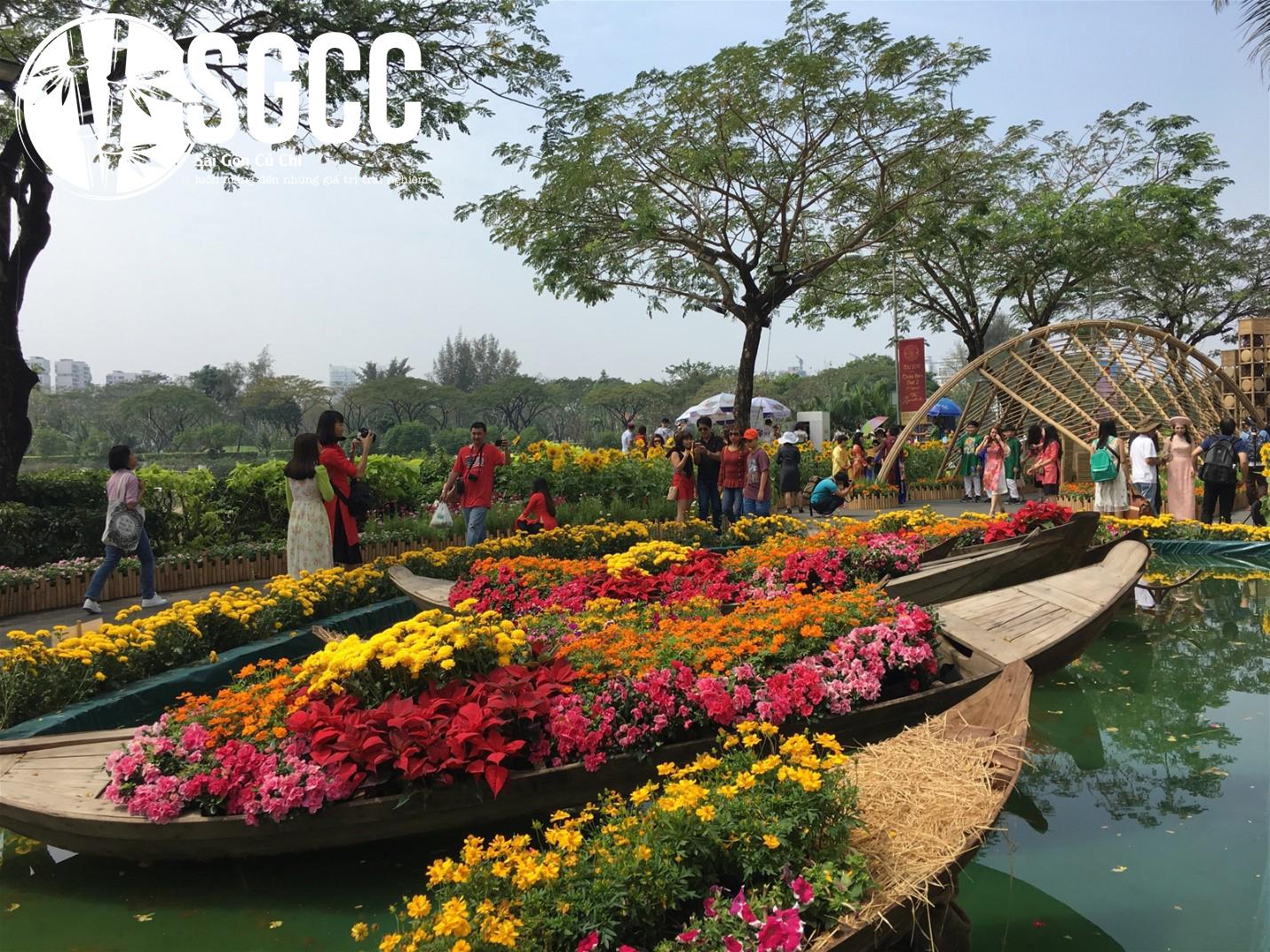 Điểm đến lung linh tại Sài Gòn - Cầu Ánh Sao - Hồ Bán Nguyệt