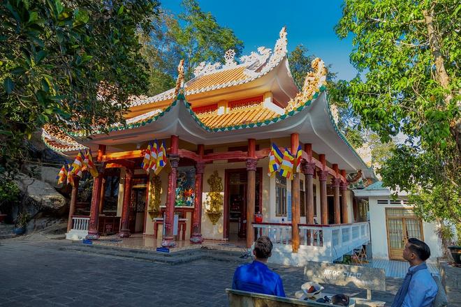 Chiêm ngưỡng quần thể chùa linh thiêng trên núi Bà Đen