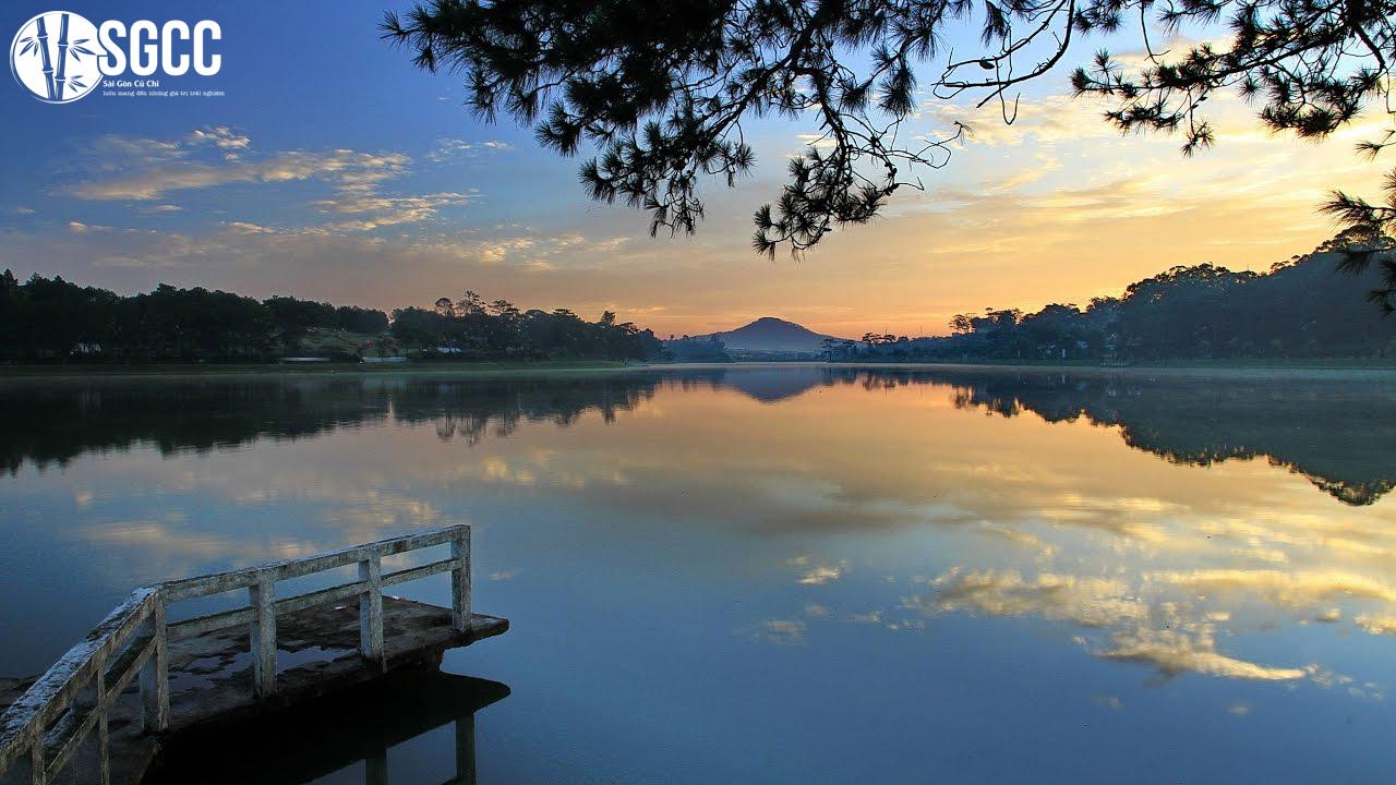 Tham quan vẻ đẹp nên thơ tại Hồ Xuân Hương ở Đà Lạt