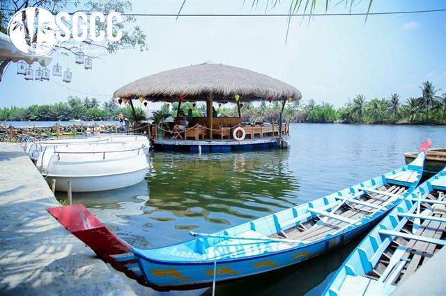 Khám phá làng du lịch Tre Việt
