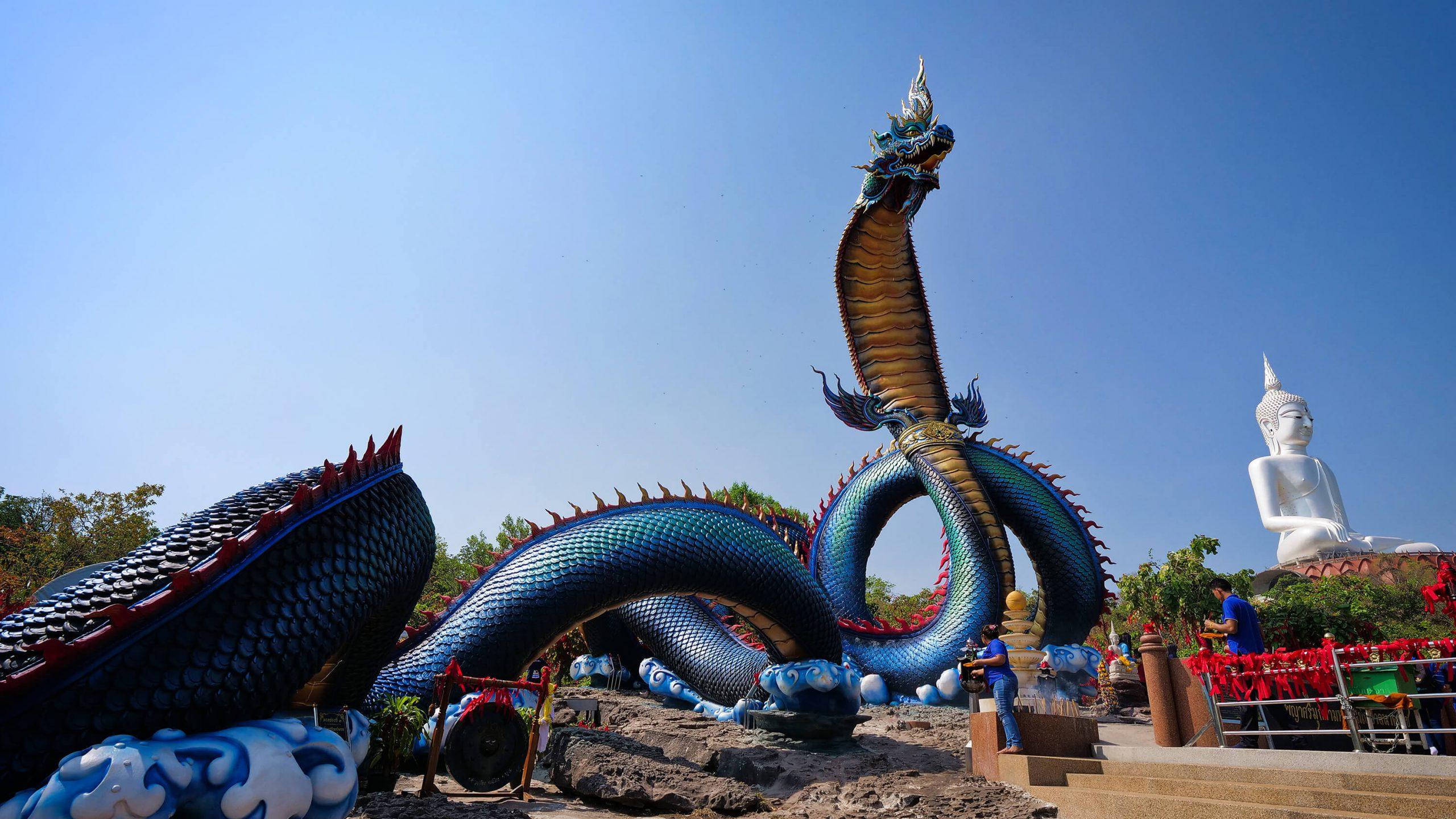 Check-in với tượng thần rắn Naga khổng lồ ở Thái Lan