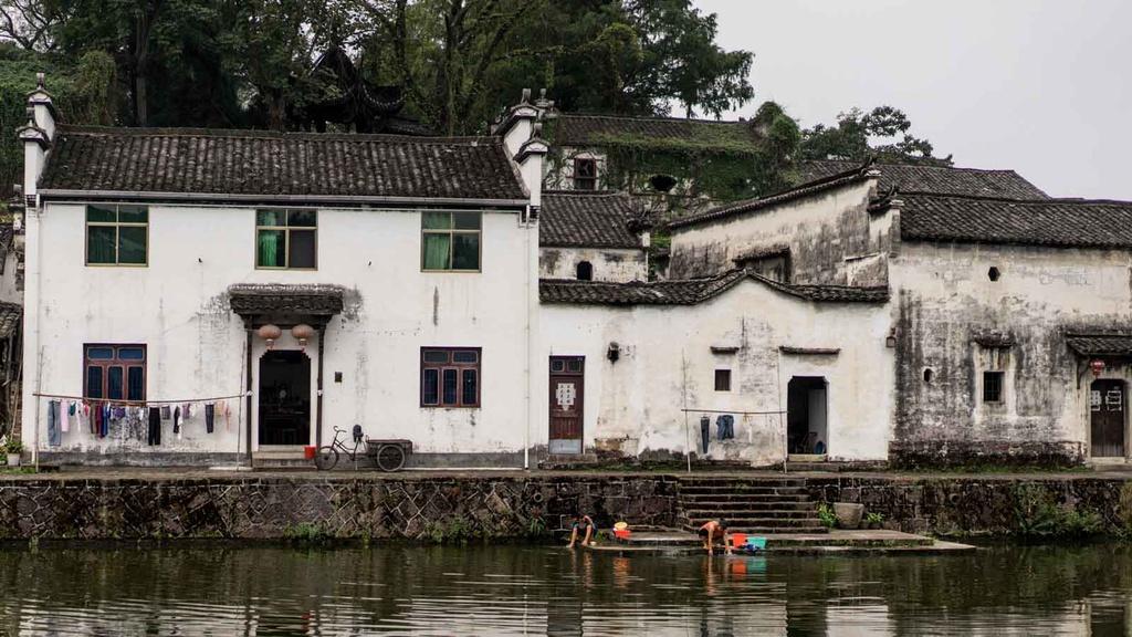 5 ngôi làng nổi tiếng vì những điều không giống đâu ở Trung Quốc