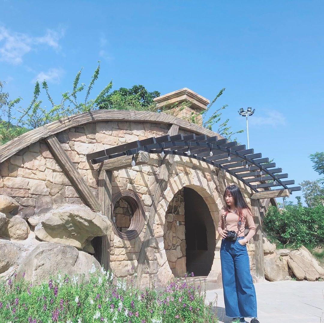 Cùng check - in ngôi làng của người Hobbit xuất hiện ở xứ Huế
