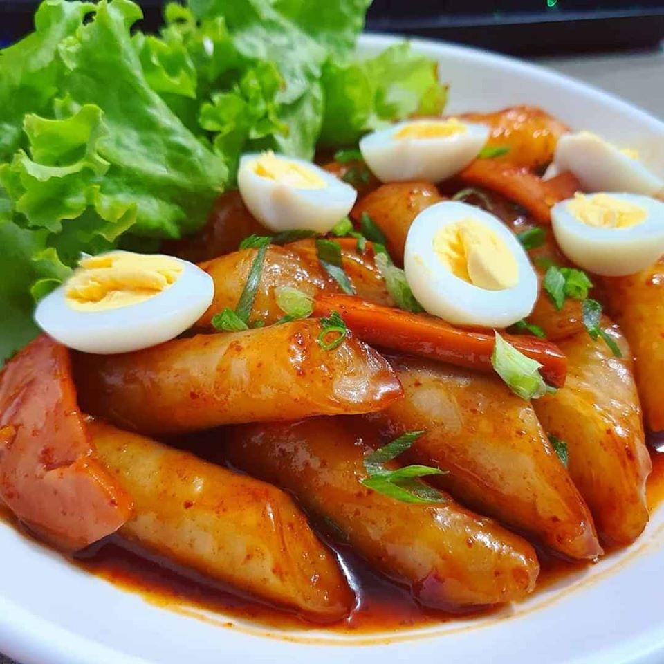 Thử tài làm bánh gạo cay Hàn Quốc từ bánh tráng siêu nhanh chỉ 20 phút