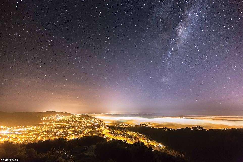Bầu trời đêm kỳ ảo dưới ống kính nhiếp ảnh gia