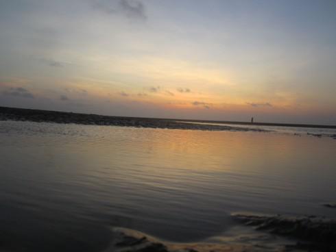 Ngắm bình minh trên biển Cồn Vành