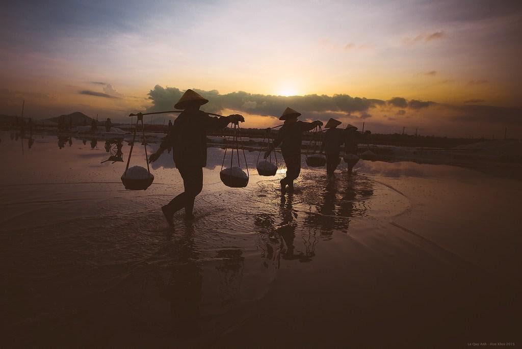 Đến Nha Trang mà không ghé cánh đồng muối trắng này quả là tiếc