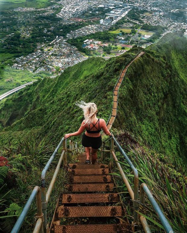 """Cầu thang Haiku – """"nấc thang lên thiên đường"""" được nhiều du khách săn đón ở Hawaii, Mỹ"""
