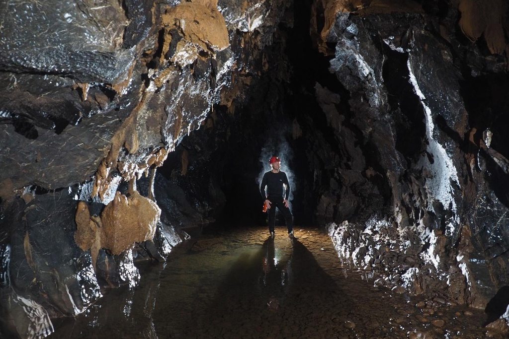 12 new caves have been discovered in Quang Binh