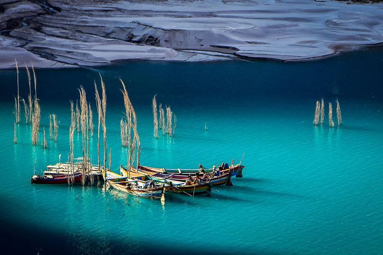 Vẻ đẹp cổ tích của hồ thảm họa
