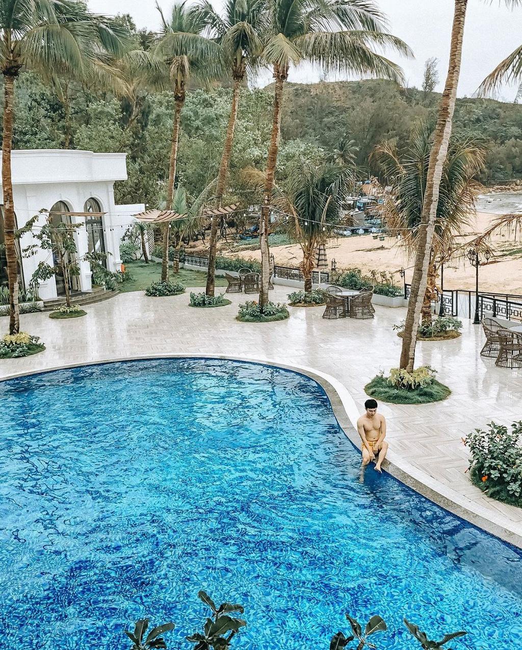 Giải nhiệt tại hồ bơi view biển sang trọng ở 4 resort Quy Nhơn
