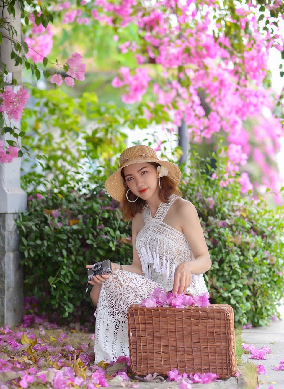 Hoa giấy khoe sắc trên góc phố Sài thành