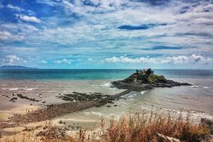 Một ngôi đền nằm giữa biển ở Vũng Tàu, đền Hòn Bà