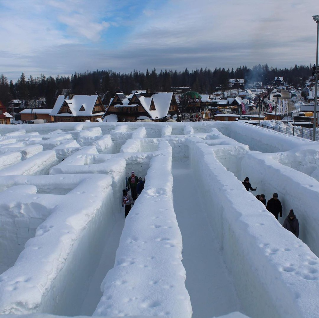 Mê cung tuyết rộng 2.500 m2 ở Ba Lan
