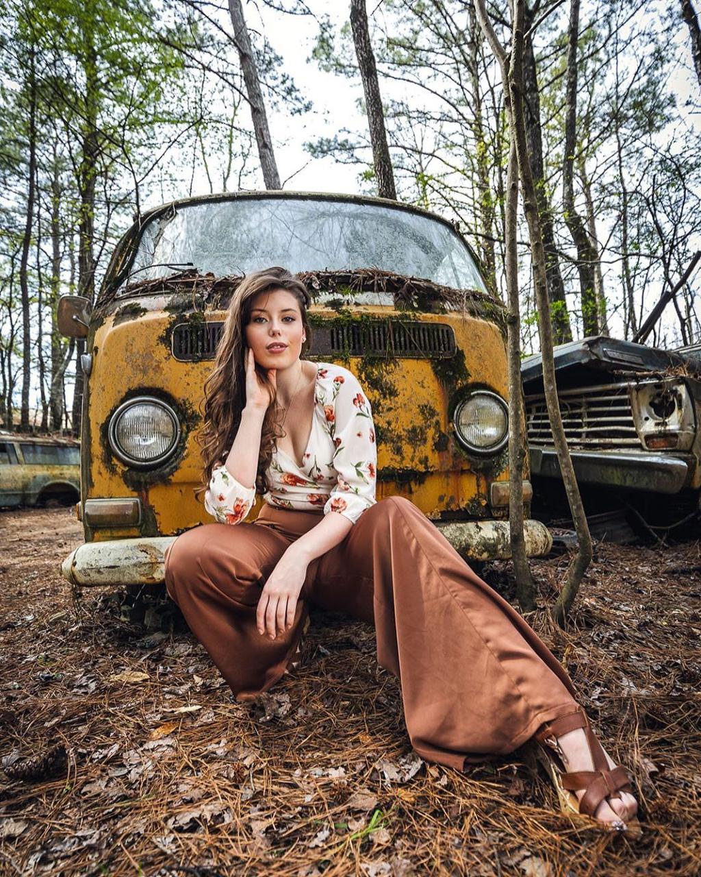 Những nghĩa địa xe hơi ẩn mình trong rừng rậm hút khách