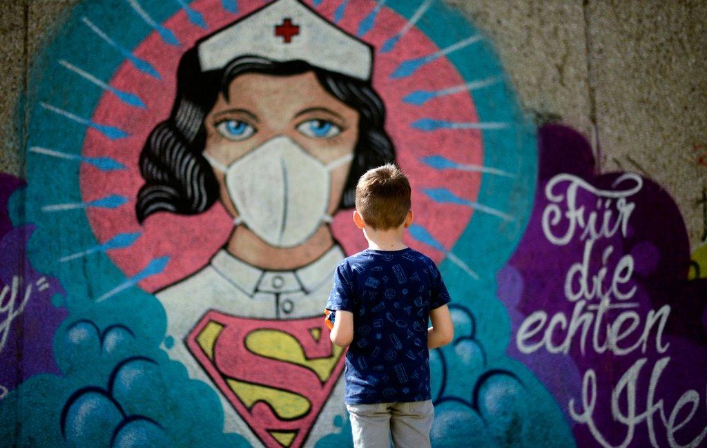 Những tác phẩm đường phố truyền cảm hứng mùa dịch