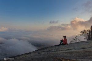 Biển mây quanh núi Cô Tô