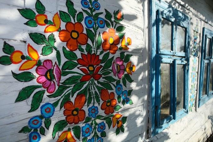 Thị trấn 'hoa nở khắp tường' như vườn cổ tích ở Ba Lan