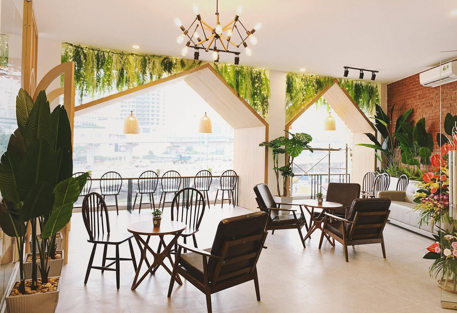 Điểm qua các tiệm cafe có view đẹp xuất sắc tại Hà Nội