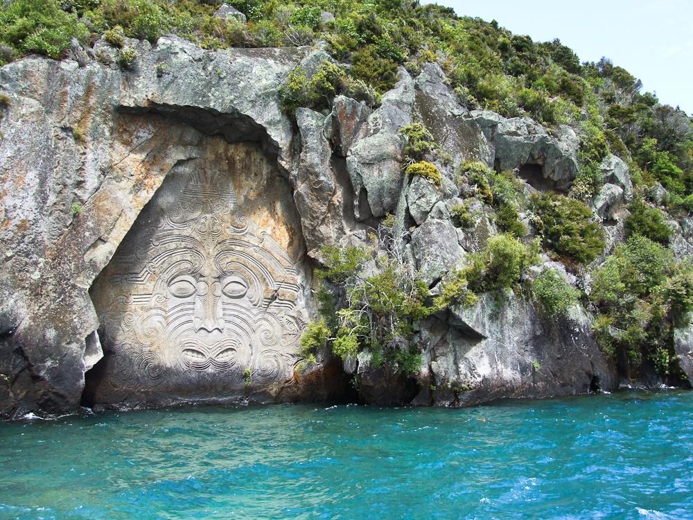 9 hồ miệng núi lửa đẹp nhất thế giới