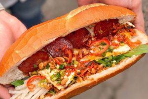 Bánh mì bò bía và 5 món đường phố hút khách ở TP.HCM