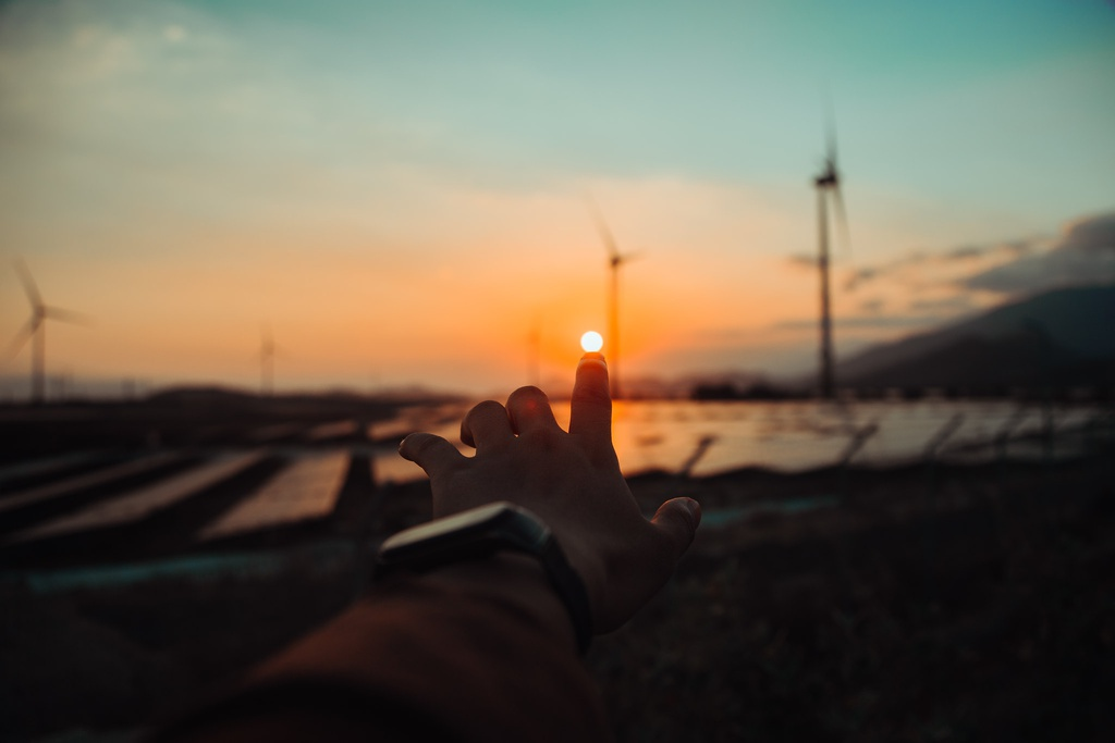 Cánh đồng điện gió đẹp tựa trời Âu trong buổi chạng vạng