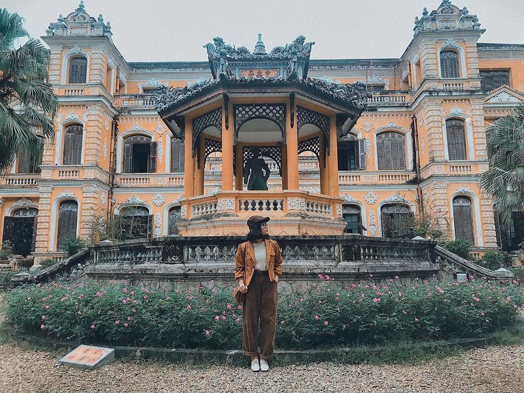 Cung điện giữa lòng xứ Huế hút giới trẻ check-in