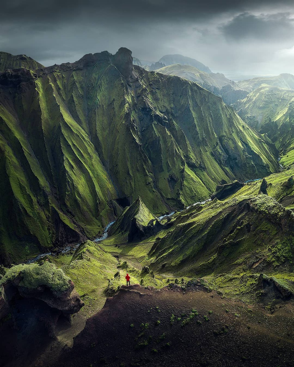 Iceland hóa thước phim viễn tưởng với những miền đất màu xanh