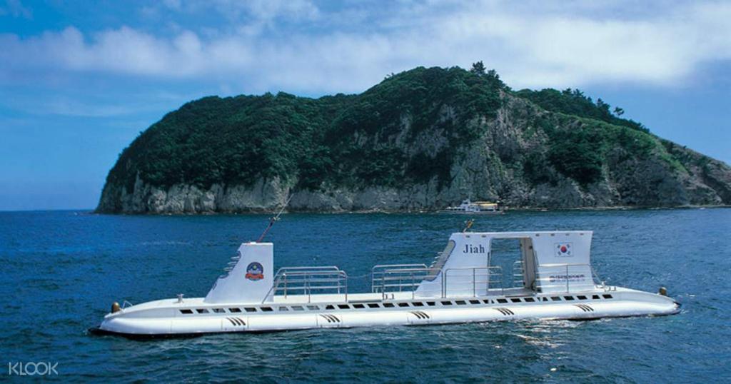 Lặn biển bằng tàu ngầm ở Maldives, Jeju có gì hấp dẫn?