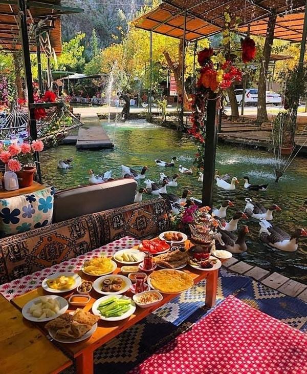 Nhà hàng nằm ngay giữa rừng