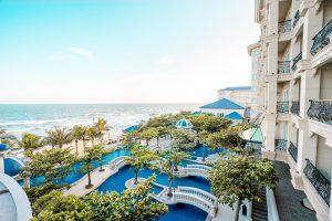 Santorini thu nhỏ và các resort gần TP.HCM hút khách check-in