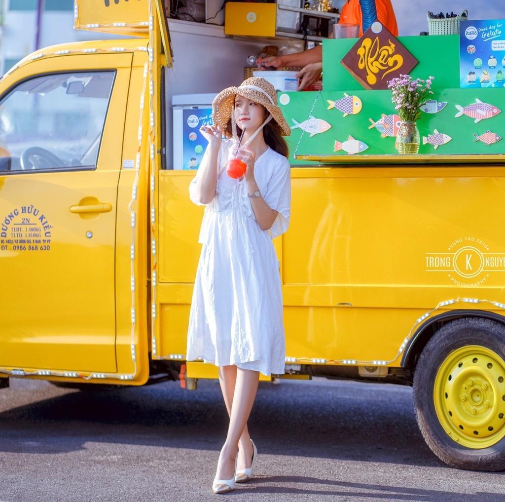 Xe kem vàng và loạt quán sát biển hút khách tại Vũng Tàu