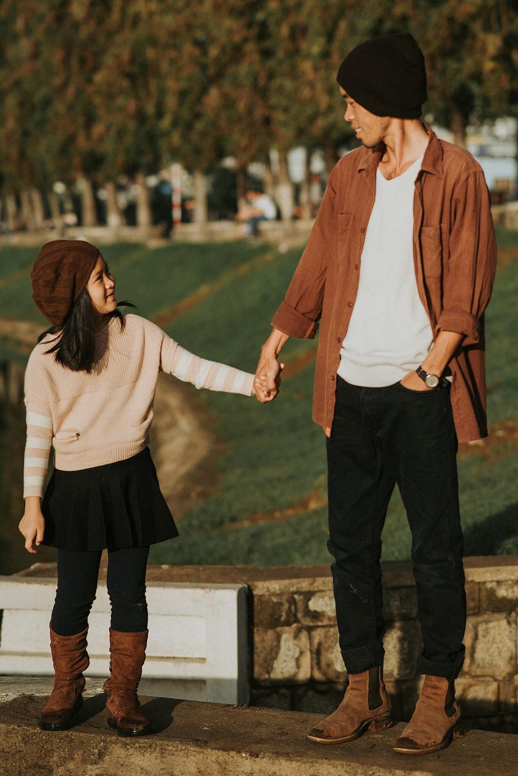 Ảnh bố bên con gái tại Đà Lạt hút dân mạng