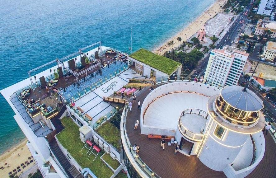 Bar trên biển, bar sân thượng ngắm toàn cảnh phố biển Nha Trang