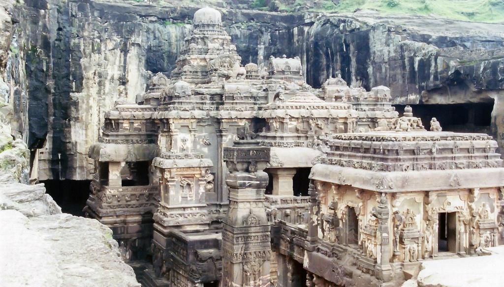 Bí ẩn ngôi đền cổ chạm khắc từ một khối đá khổng lồ ở Ấn Độ