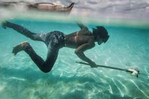 Bộ tộc sống cả đời trên biển, lặn sâu 60 m