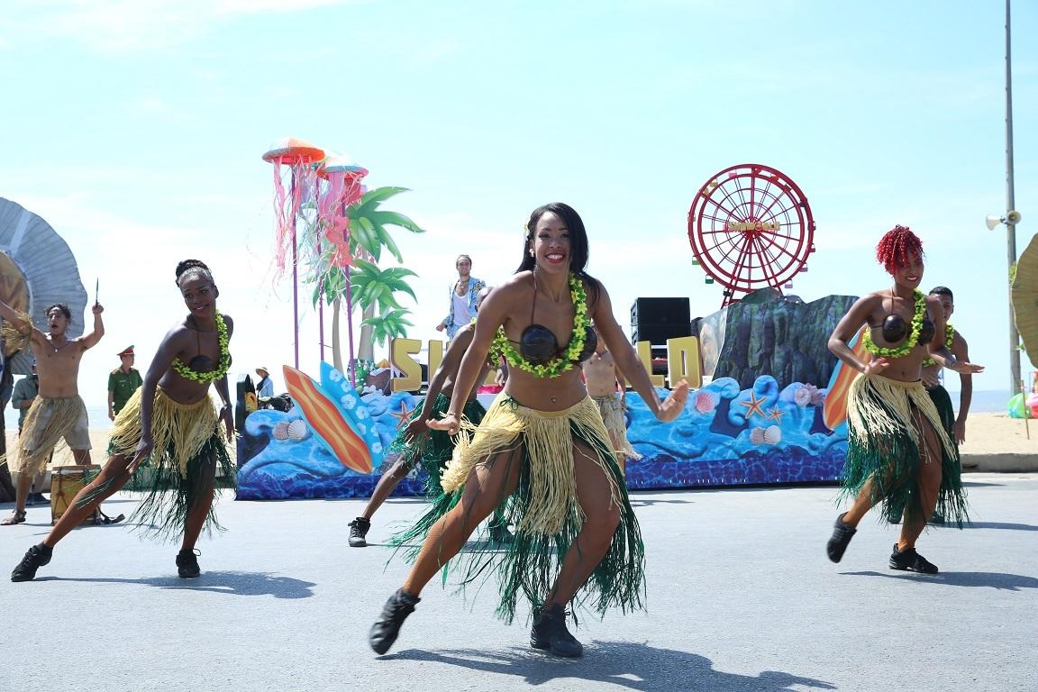 Carnival khuấy động phố biển Sầm Sơn