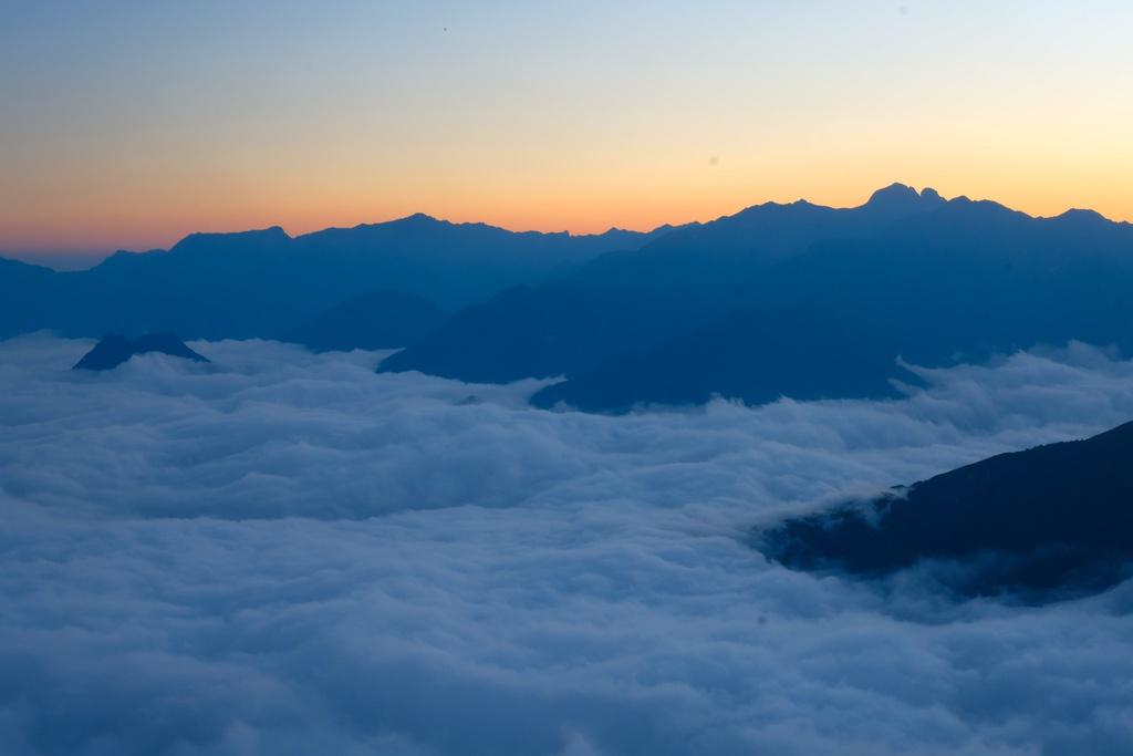 Chinh phục ngọn núi Tây Bắc, săn ảnh đại ngàn đẹp như tranh vẽ