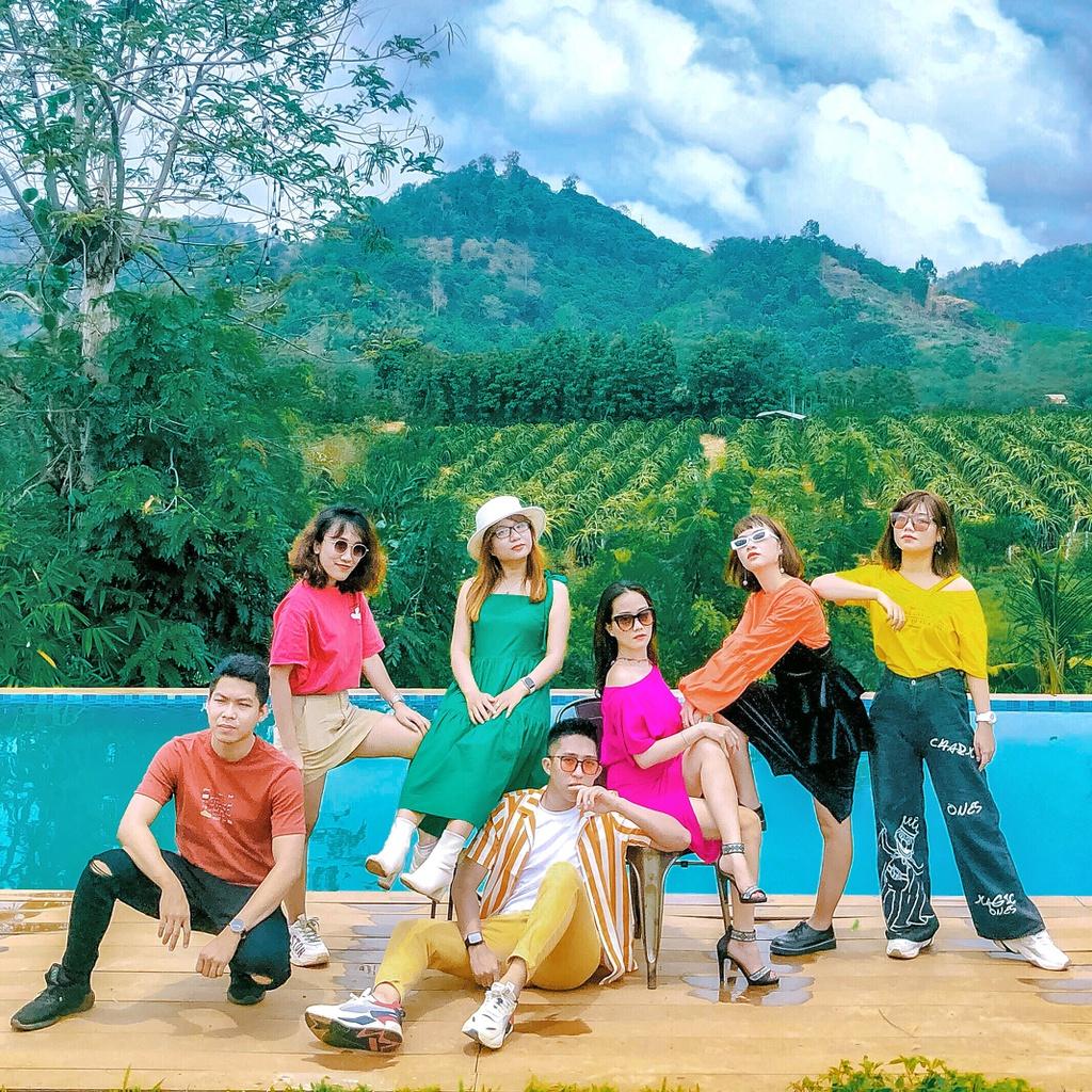 Chụp ảnh nhóm thần thái như bìa tạp chí khi đi du lịch