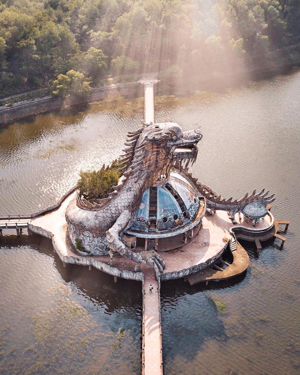 Công viên bỏ hoang đẹp bí ẩn dưới ống kính du khách