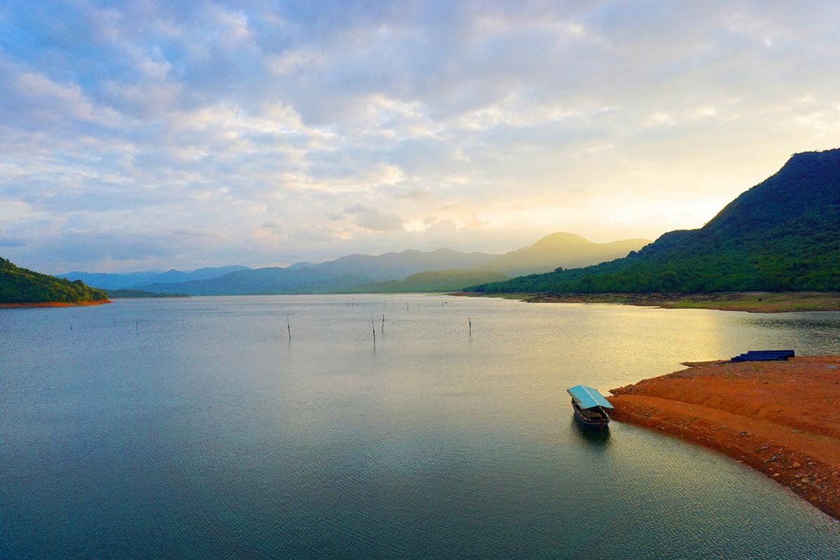 Khám phá vẻ đẹp hồ Núi Một