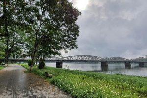 Khoảnh khắc bình yên bên bờ Bắc sông Hương
