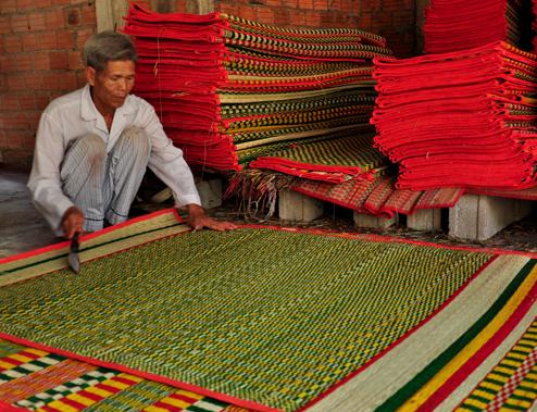 Làng nghề truyền thống hút khách ở Bình Định
