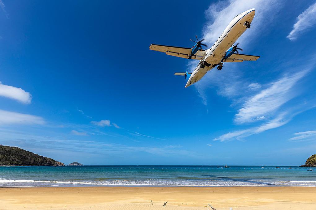 Nơi máy bay hạ cánh sát đầu du khách