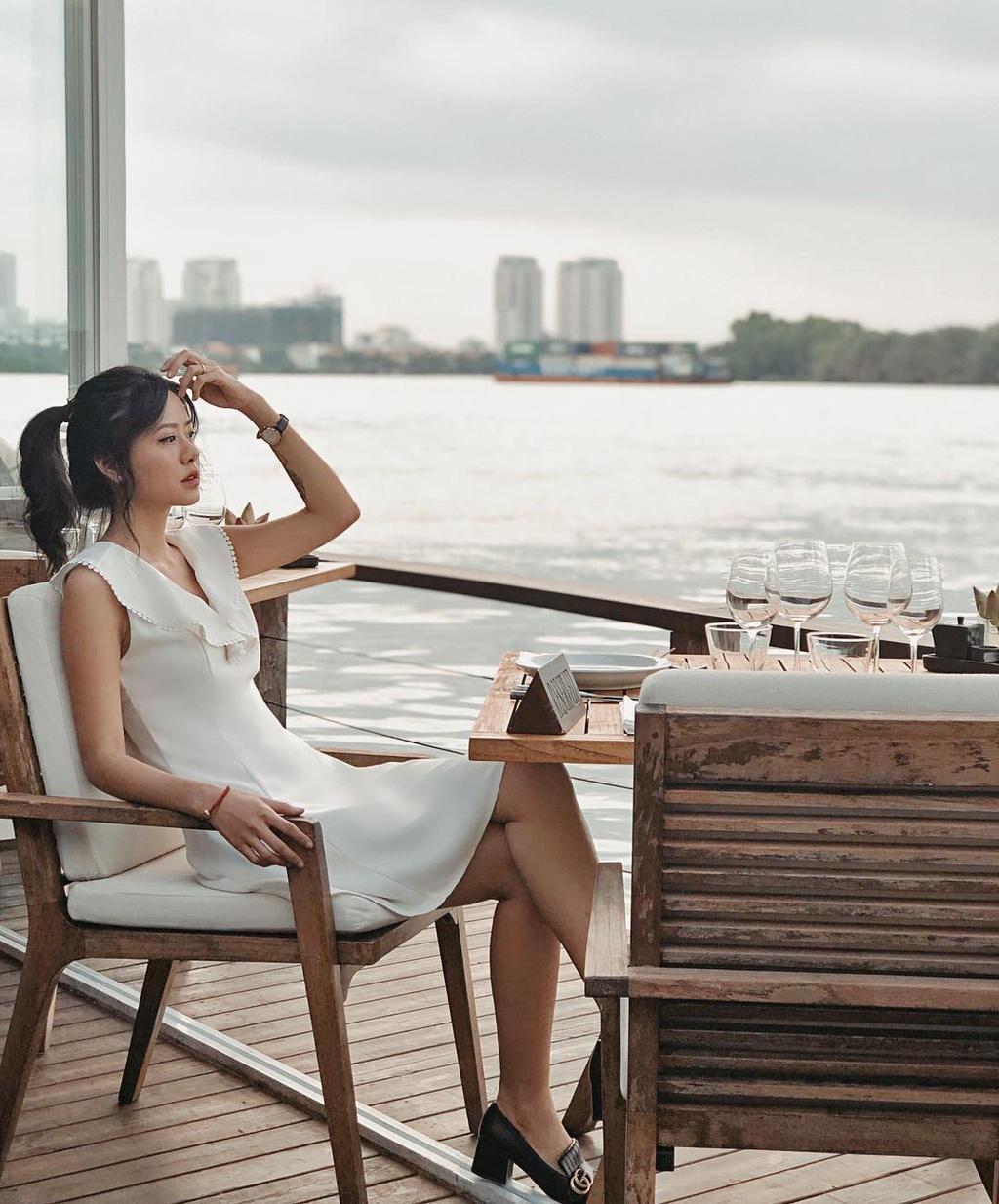 Quán bar ven sông Sài Gòn được báo nước ngoài khen ngợi
