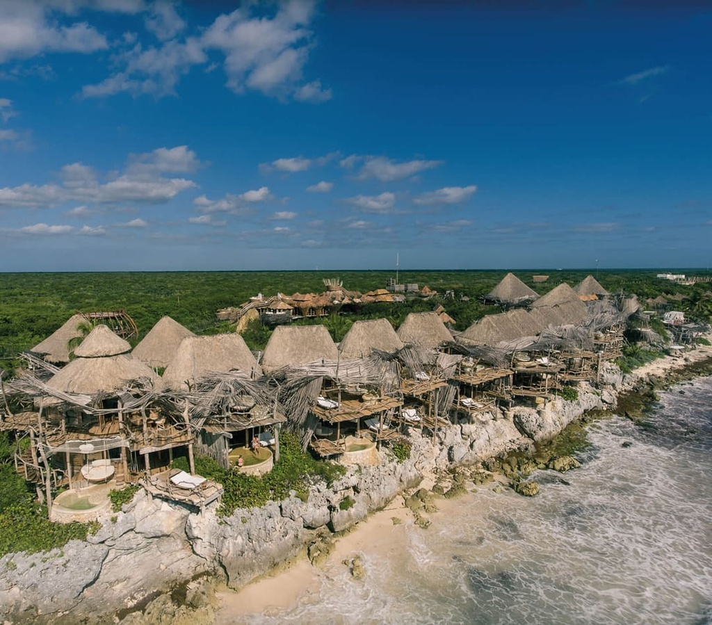 Resort trên cây view hướng biển không dành cho du khách dưới 18 tuổi