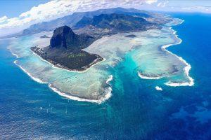 Vẻ đẹp kì diệu ngọn thác dưới đáy biển ở đảo Mauritius