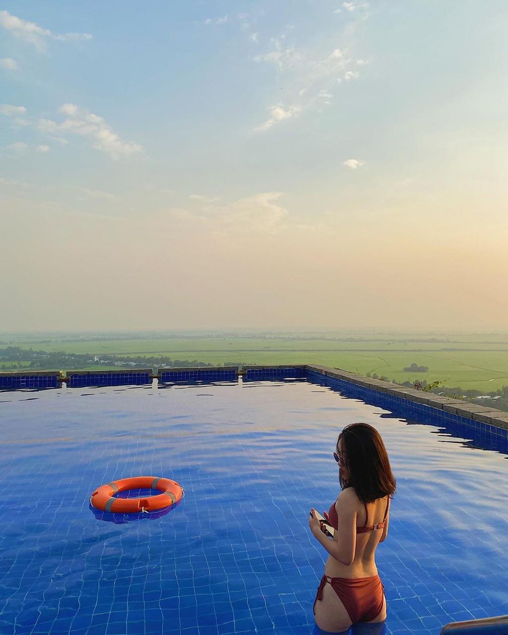 3 resort sang trọng sở hữu hồ bơi vô cực view đồi núi
